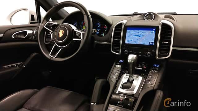 Interiör av Porsche Cayenne S E-Hybrid 3.0 V6 4 TipTronic S, 416ps, 2017