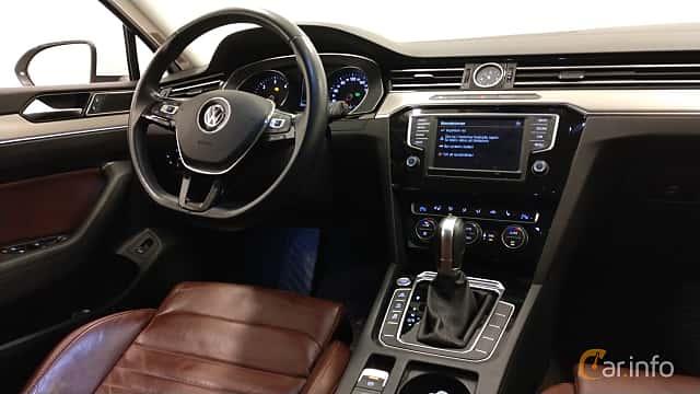Interior of Volkswagen Passat Variant 2.0 TDI SCR BlueMotion 4Motion DSG Sequential, 190ps, 2015