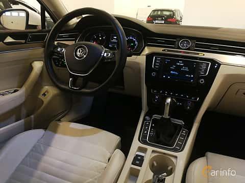 Interior of Volkswagen Passat Variant 2.0 TDI SCR BlueMotion DSG Sequential, 190ps, 2017