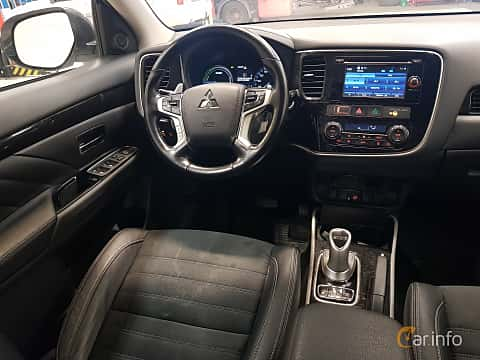 Interiör av Mitsubishi Outlander P-HEV 2.0 Hybrid 4WD CVT, 203ps, 2016
