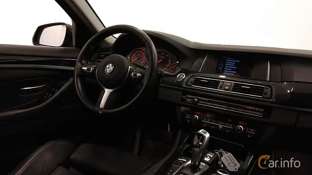 Interiör av BMW 520d xDrive Touring  Steptronic, 190ps, 2016