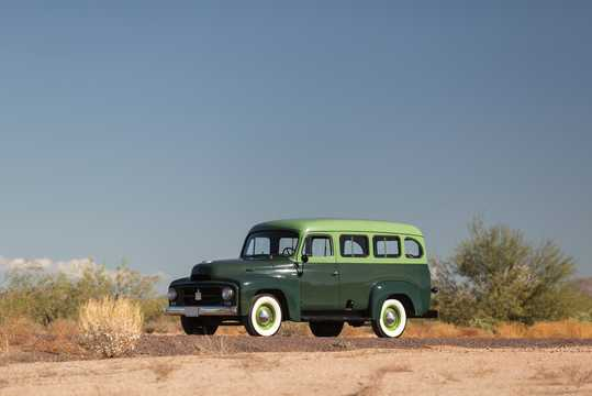 Front/Side  of International Harvester Travelall 3.6 Manual, 133hp, 1953
