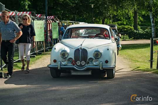 Front  of Jaguar 240 2.5 Manual, 135ps, 1968 at Ronneby Nostalgia Festival 2019