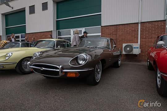 Front/Side  of Jaguar E-Type 4.2 XK Manual, 269ps, 1970 at Joe's garage 2019´s stora Jaugurevent