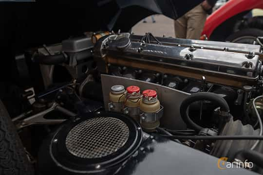 Engine compartment  of Jaguar E-Type Roadster 3.8 XK Manual, 269ps, 1961 at Joe's garage 2019´s stora Jaugurevent