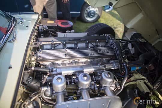 Engine compartment  of Jaguar E-Type Roadster 4.2 XK Manual, 269ps, 1969 at Veteranbilsträff i Vikens hamn Augusti 2017
