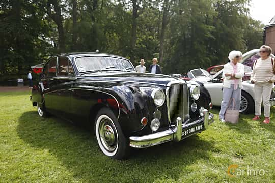 Front/Side  of Jaguar Mark VIII 3.4 Manual, 213ps, 1958 at Sofiero Classic 2019