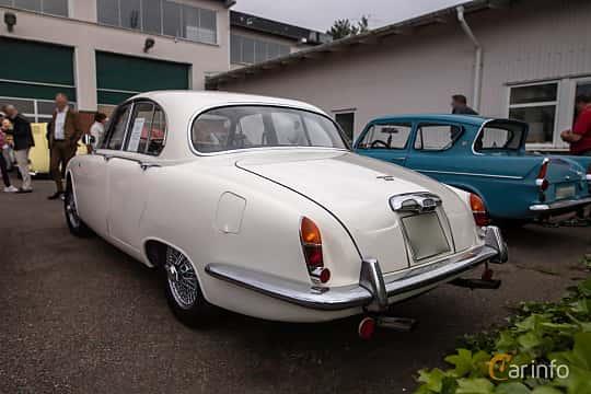 Back/Side of Jaguar S-Type 3.4 Manual, 213ps, 1965 at Joe's garage 2019´s stora Jaugurevent