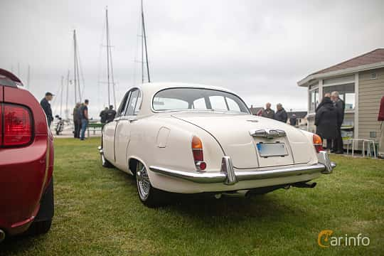 Back/Side of Jaguar S-Type 3.4 Manual, 213ps, 1966 at Veteranbilsträff i Vikens hamn  2019 Maj