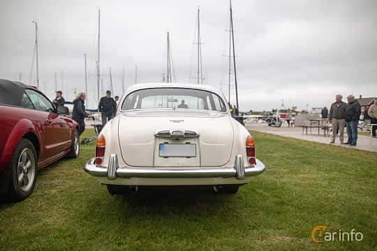 Back of Jaguar S-Type 3.4 Manual, 213ps, 1966 at Veteranbilsträff i Vikens hamn  2019 Maj