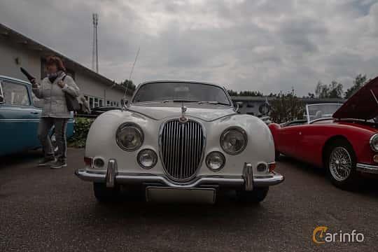 Front  of Jaguar S-Type 3.4 Manual, 213ps, 1965 at Joe's garage 2019´s stora Jaugurevent