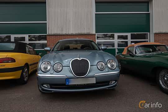 Front  of Jaguar S-Type 3.0 V6 Automatic, 238ps, 2003 at Joe's garage 2019´s stora Jaugurevent