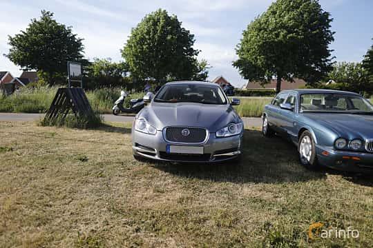 Front  of Jaguar XF 5.0 V8 Automatic, 385ps, 2010 at Tisdagsträffarna Vikingatider v.21 / 2018