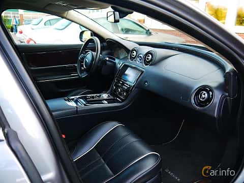 Interior of Jaguar XJ 5.0 V8 Automatic, 385ps, 2012