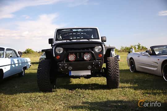 Fram av Jeep Wrangler Unlimited 2.8 4WD Automatic, 200ps, 2012 på Tisdagsträffarna Vikingatider v.21 / 2018