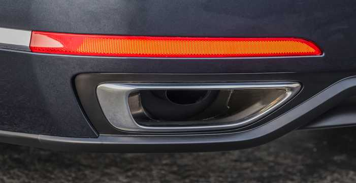 Close-up of Kia Cadenza 2017