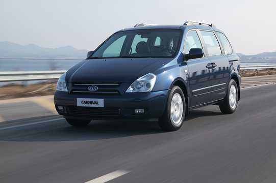 Front/Side  of Kia Carnival 2.9 CRDi Automatic, 185hp, 2006