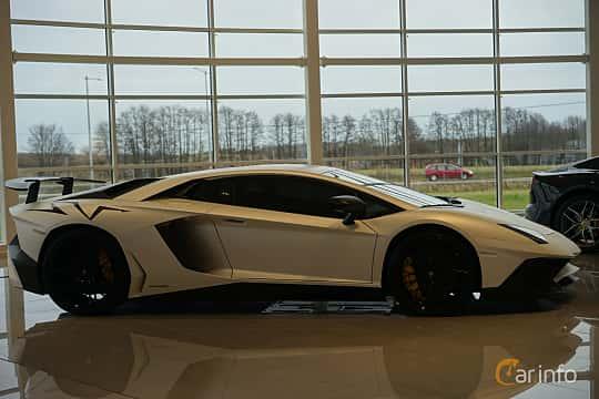 Side  of Lamborghini Aventador LP 750-4 SV 6.5 V12 ISR, 750ps, 2017
