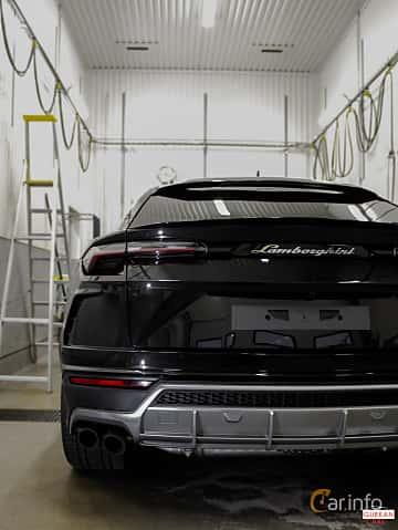 Back of Lamborghini Urus 4.0 V8 AWD Automatic, 650ps, 2018