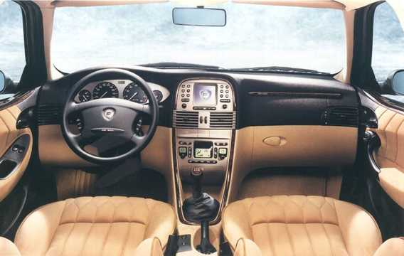 Interior of Lancia Lybra 2000