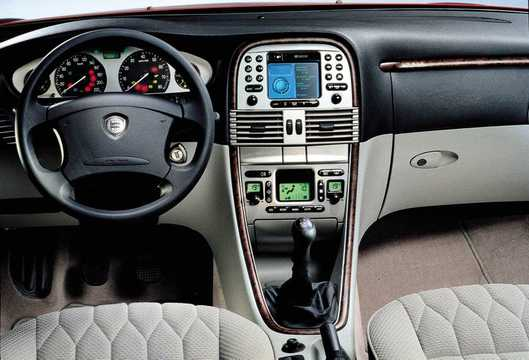 Interior of Lancia Lybra 1.6 Manual, 103hp, 2000