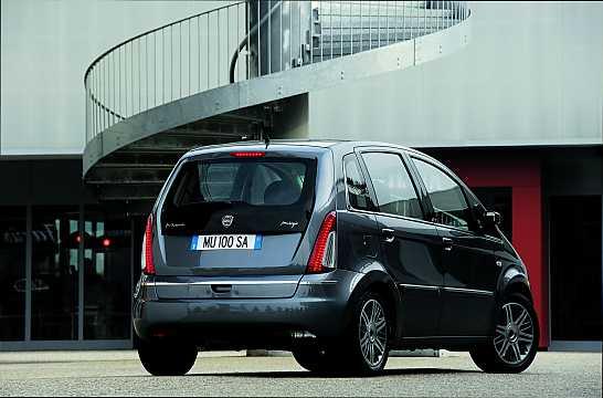 https://s.car.info/image_files/360/lancia-musa-back-side-0-210108.jpg