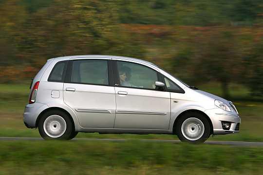 https://s.car.info/image_files/360/lancia-musa-side-0-210118.jpg