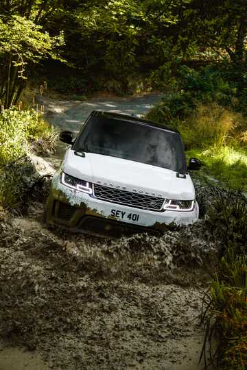 Front  of Land Rover Range Rover Sport P400e 2.0 + 13.1 kWh 4WD Automatic, 404hp, 2018