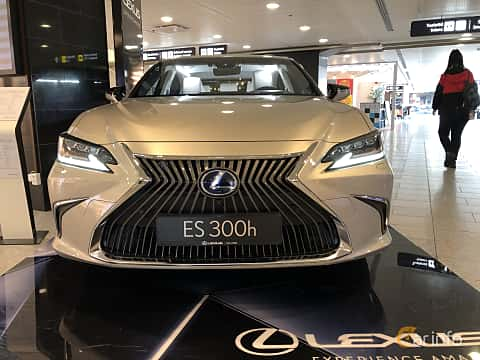 Front  of Lexus ES 300h 2.5 ECVT, 218ps, 2019