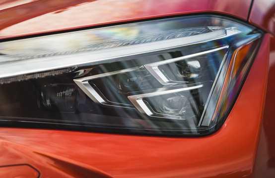 Close-up of Lexus UX 250h 2.0 CVT, 180hp, 2019