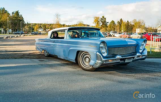 Front/Side  of Lincoln Continental Mark III Coupé 7.0 V8 Automatic, 381ps, 1958 at Wheelers Cruising, Vetlanda 2019