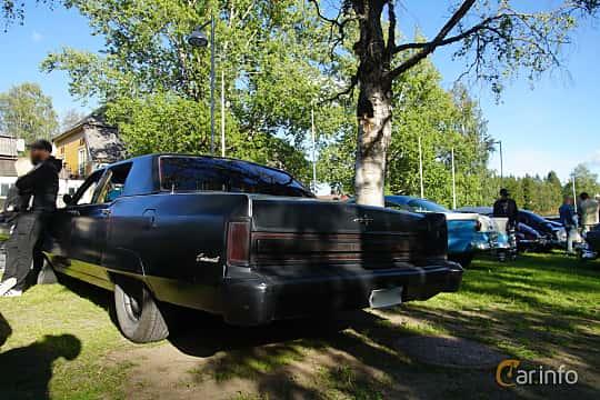 Back/Side of Lincoln Continental Sedan 7.5 V8 Automatic, 197ps, 1975 at Onsdagsträffar på Gammlia Umeå 2019 vecka 27
