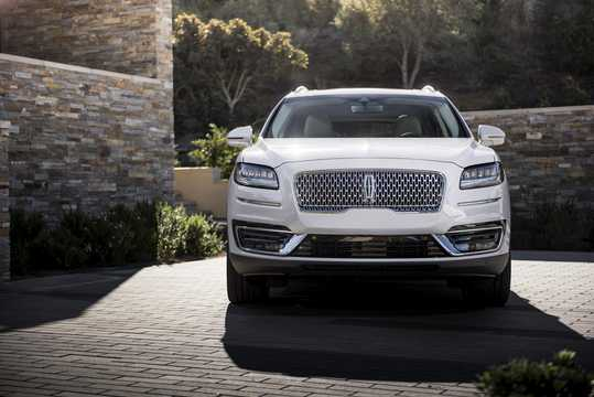 Front  of Lincoln Nautilus 2019