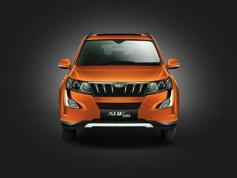 Front  of Mahindra XUV500 2016