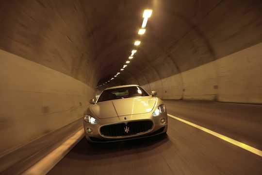 Front  of Maserati GranTurismo 2009