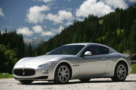 Front/Side  of Maserati GranTurismo 2009