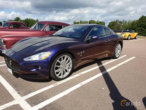 Front/Side  of Maserati GranTurismo 4.2 V8 Automatic, 405ps, 2008