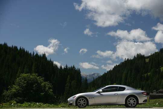 Side  of Maserati GranTurismo 2009