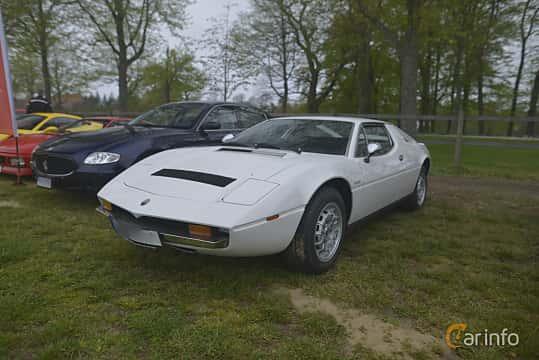 Fram/Sida av Maserati Merak 3.0 V6 Manual, 190ps, 1974 på Italienska Fordonsträffen - Krapperup 2019