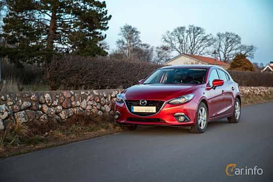 Front/Side  of Mazda 3 Sport 2.0 SKYACTIV-G Manual, 165ps, 2014