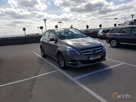 Front/Side  of Mercedes-Benz B 200 Natural Gas Drive 2.0 Natural Gas Drive 7G-DCT, 156ps, 2016