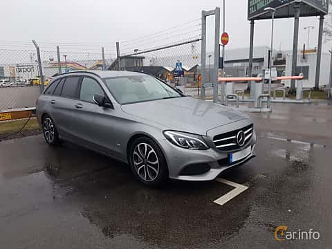 Front/Side  of Mercedes-Benz C 350 T e 2.0 7G-Tronic Plus, 279ps, 2015