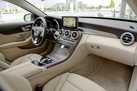 Mercedes benz c 200 t d for Mercedes benz c class 2015 interior