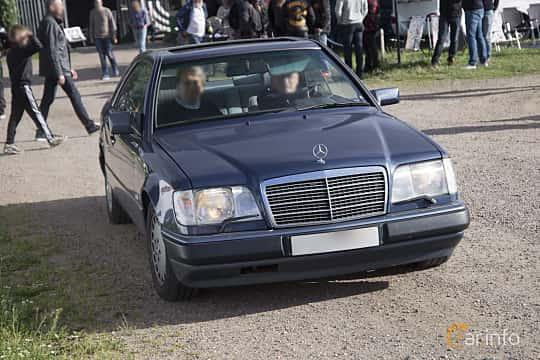 Front/Side  of Mercedes-Benz 230 CE Coupé 2.3 Manual, 132ps, 1991 at Tisdagsträffarna Vikingatider v.25 / 2017