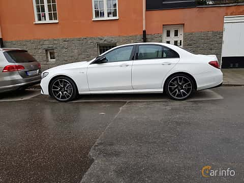 Side of Mercedes-Benz AMG E 43 4MATIC 3.0 V6 4MATIC 9G-Tronic, 401ps, 2017