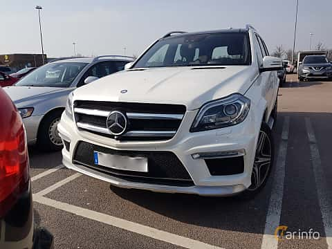 Front/Side  of Mercedes-Benz GL 63 AMG 5.5 V8 4MATIC AMG-SpeedShift Plus 7G-Tronic, 557ps, 2015