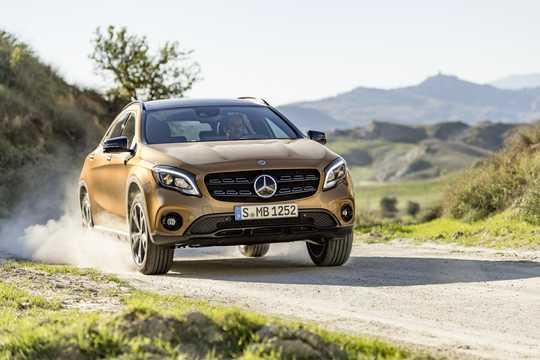 Front/Side  of Mercedes-Benz GLA 220 d 4MATIC  7G-DCT, 177hp, 2018