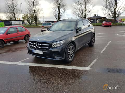 Front/Side  of Mercedes-Benz GLC 220 d 4MATIC 2.2 4MATIC  9G-Tronic, 170ps, 2017