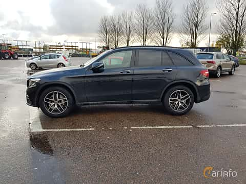 Side  of Mercedes-Benz GLC 220 d 4MATIC 2.2 4MATIC  9G-Tronic, 170ps, 2017