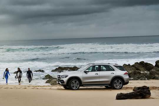 Front/Side  of Mercedes-Benz GLE 450 4MATIC  9G-Tronic, 367hp, 2019